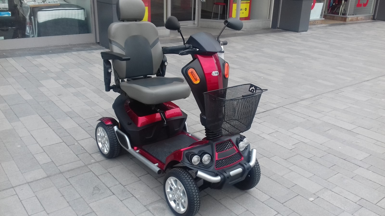Monarch Scooter Red